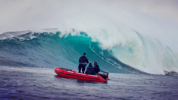 shooting-big-waves-for-satori-film
